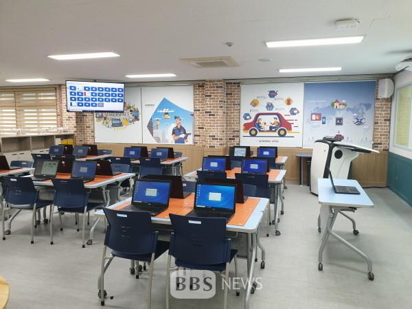 구미 진평중에 구축된 경북 미래형 컴퓨터 교육실 모습. 경북교육청 제공