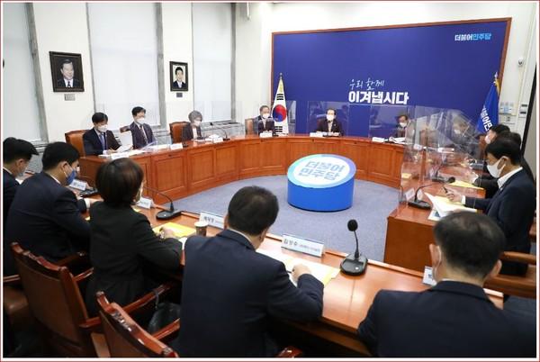 정세균 국무총리가 24일 서울 여의도 국회에서 열린 고위당정청 협의회에서 발언하고 있다.