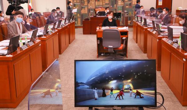 국회 문화체육관광위원회 국정감사장 '범 내려온다' 영상 시연