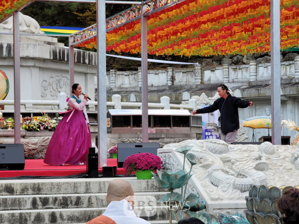 국악가수 박애리가 승시 축하음악회에서 공연을 하고 있다.